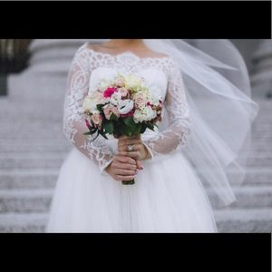 Dresses & Skirts - Beautiful wedding dress